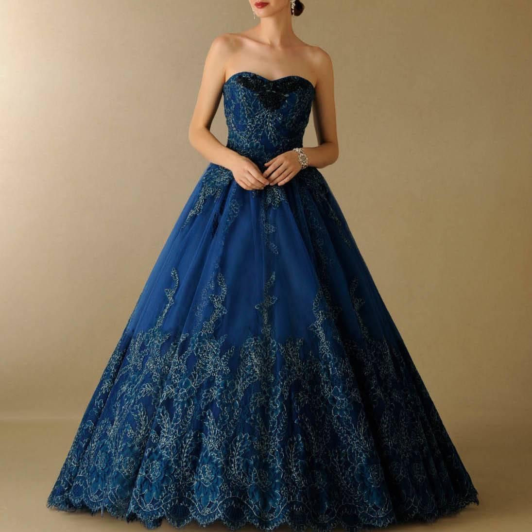 コードレースのウェディングドレス